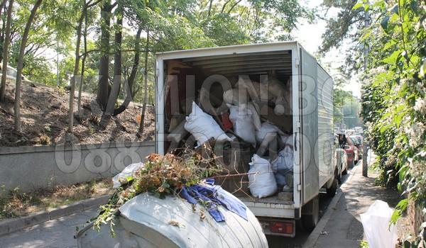 Камион за изхвърляне и демонтаж на мебели